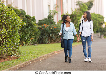 africaine, etudiants collège, marcher ensemble