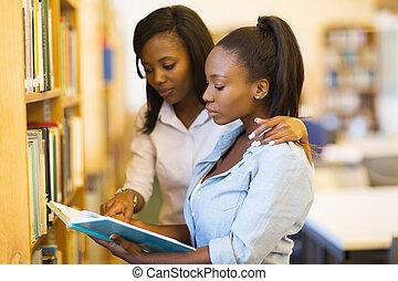 africaine, université, étudiants, amis, dans, bibliothèque