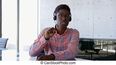 africaine, vue, mâle, américain, cadre, dialoguer, 4k, bureau, devant