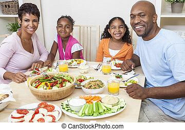 african american, 親, 子供, 家族の食べること, ∥において∥, 食事をしているテーブル