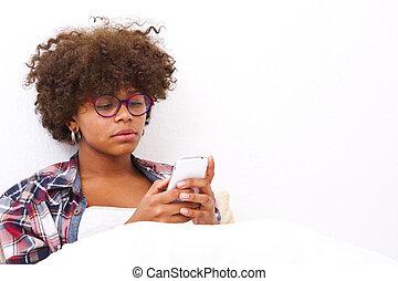 african american, fiatal lány, telefonon