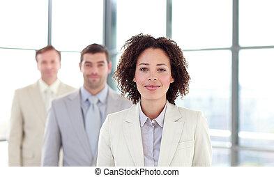 african-american, jeune, femme affaires, dans ligne