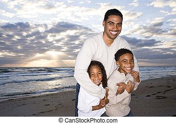african - american, padre, y, dos niños, en, playa