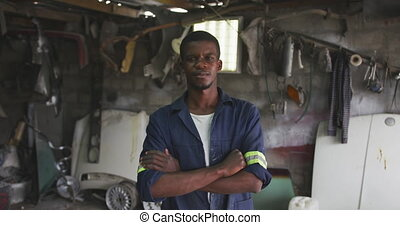 African handyman looking at camera - Portrait of a happy ...