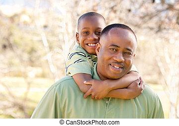 africano american bambino, divertimento, detenere, uomo