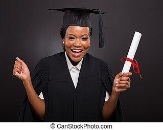 africano, estudante universidade, segurando, dela, graduação, certificado