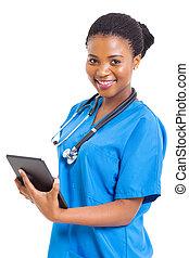 africano feminino, americano, médico, enfermeira, com, tabuleta, computador