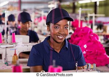 africano femmina, lavoratore tessile