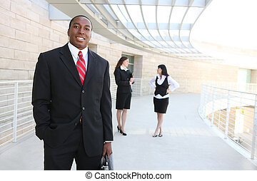 africano, hombre de negocios, en, oficina