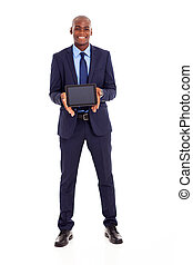 africano, hombre de negocios, tenencia, tableta