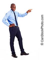 africano, homem negócios, apontar
