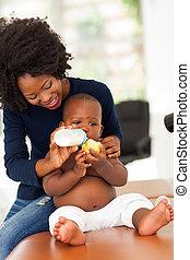 africano, madre, alimentación, ella, hijo