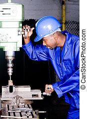 africano, mecánico, en el trabajo