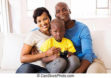 africano, pareja, y, hijo, en casa
