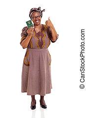 africano sul, mulher madura, segurando, id, livro