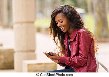 afrikai, használ, nő, furfangos, telefon