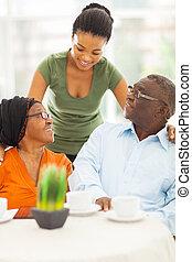 afrikai, leány, társalgás, idősebb ember, szülők