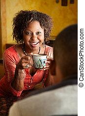 afrikanisch-amerikanisch frau, und, junger mann, in, kueche