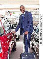 afrikanisch, geschäftsmann, in, flughafen, parkplatz