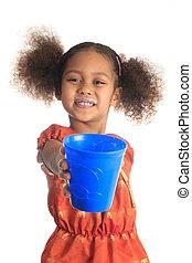 afrikanische amerikanische kinder, und, asiatisch, langes haar, getrãnke, milch
