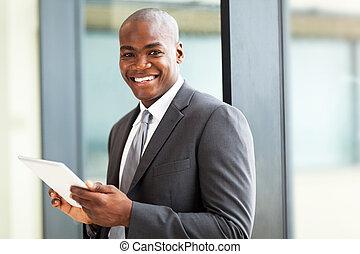 afrikanischer amerikaner, büroangestellte, mit, tablette, edv