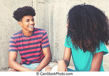 afrikanischer amerikaner, junger erwachsener, hüfthose, mann, schäkerei, mit, frau
