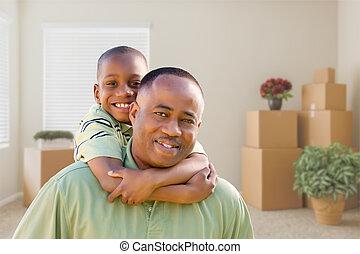 afrikanischer amerikaner, vater sohn, in, zimmer, mit, gepackt, bewegen, kästen