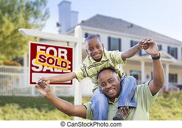 afrikanischer amerikaner, vater sohn, verkauften zeichen, und, daheim