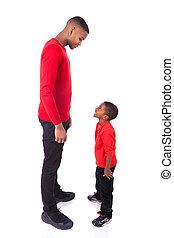 afrikanischer amerikanischer mann, mit, seine, kleiner junge, freigestellt, weiß, hintergrund