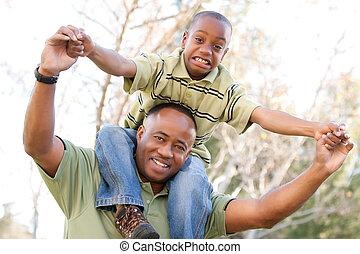 afrikanischer amerikanischer mann, und, kind, spaß haben