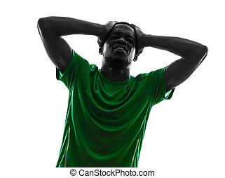 afrikanischer mann, fußballspieler, verzweiflung, verlieren , silhouette