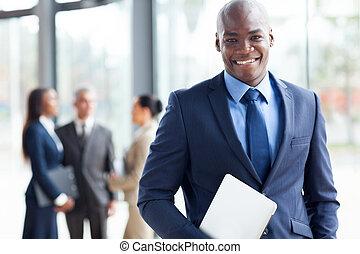 afrikansk amerikan, affärsman, med, laptopdator, in, kontor