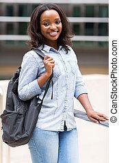 afrikansk amerikansk kvinna, högskola studerande, med, ryggsäck
