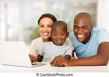 afrikansk, familj, med, laptopdator