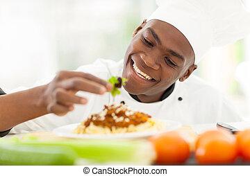 afrikansk, køkkenchef, dekorer, spaghetti