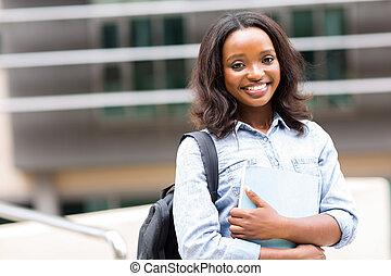 afrikansk kvinna, högskola studerande, på, campus