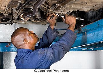 afrikansk, mekaniker, på arbete