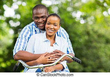 afrikansk, par, avkopplande, in, skog