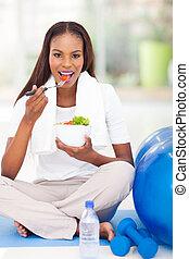 afro american frau, essende, salat