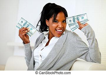 afro-american, haltend geld, bargeld, überfluss, m�dchen