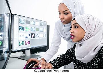 afro american modern muslim women