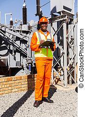 afro amerikaan, elektrisch ingenieur, in, krachtinstallatie