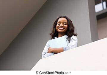 afro- amerikankvinnlig, högskola studerande, på, campus