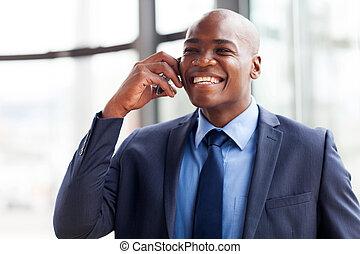 afrykańska amerikanka, handlowy wykonawca, mówiąc, na, cellphone