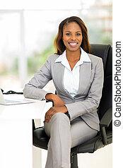 afrykańska samica, handlowy wykonawca, w, biuro