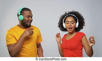 afrykanin, taniec, para, amerykanka, słuchawki