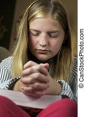 afsluiten, meisje, biddend, op