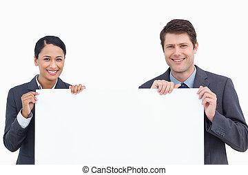 afsluiten, meldingsbord, vasthouden, het glimlachen, leeg, op, salesteam