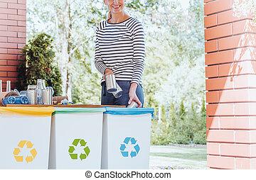 afval, het glimlachen, recycling, vrouw