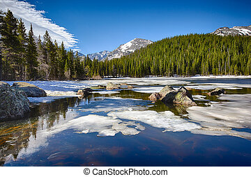 agüente lago, em, a, montanha parque nacional rochosa